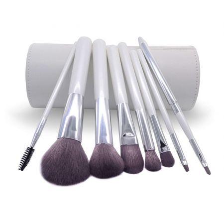 Комплект наборных кистей для макияжа в белом тубусе из эко-кожи. 8 шт